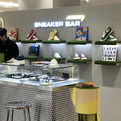 SNEAKER BAR X CARIUMA with Artist 275C